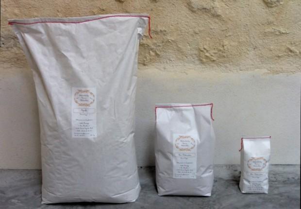 Nos sacs de farine en 24, 5 et 1 kg - produit à partir du blé de l'exploitation